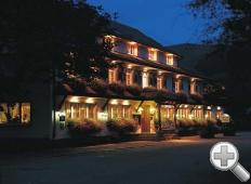 Hotel aussen Nacht