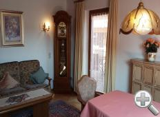 Wohnzimmer mit Kachelof